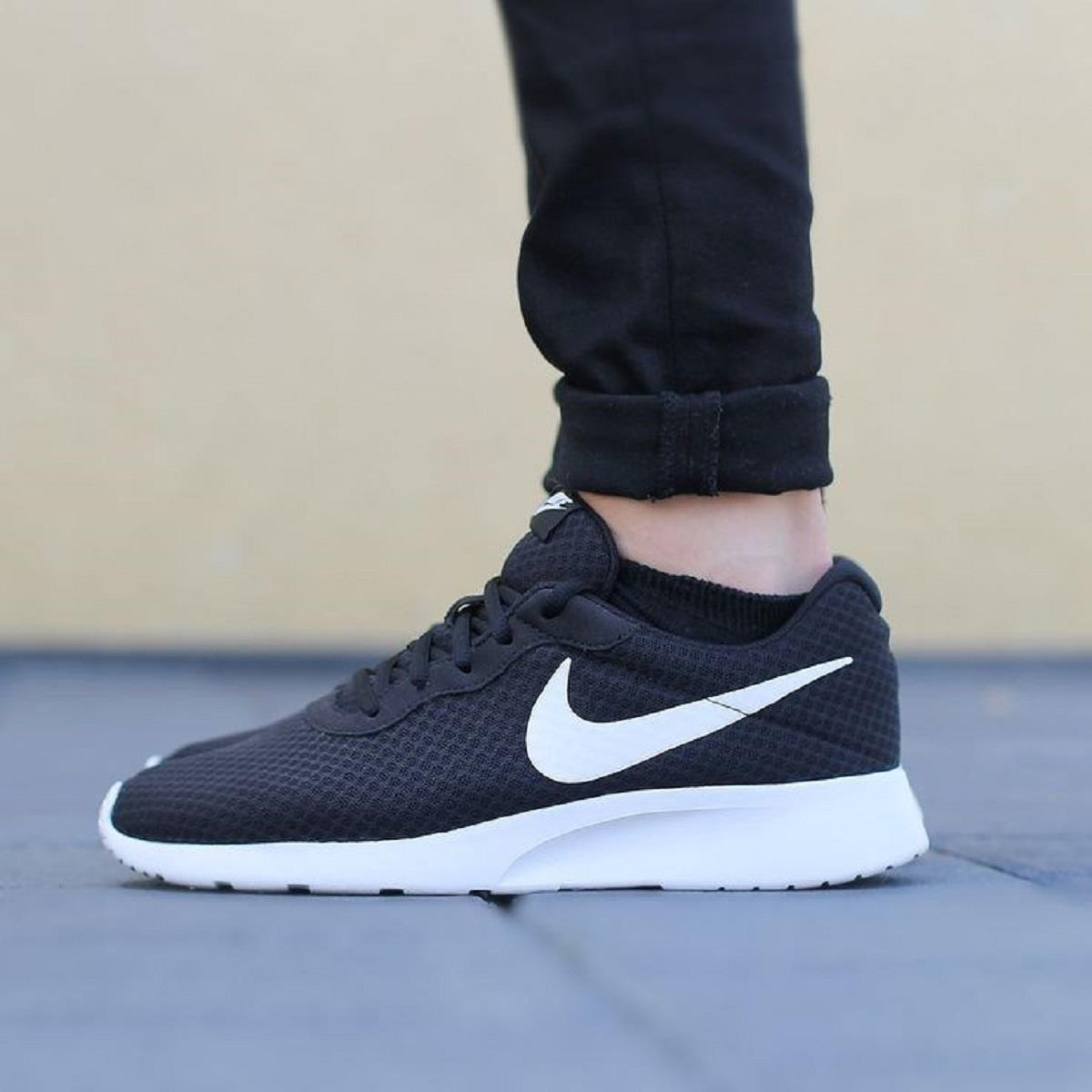 Nike Tanjun Uomo Nero 812654 011 modello Roshe Run — Punto Moda ... 126183d061e